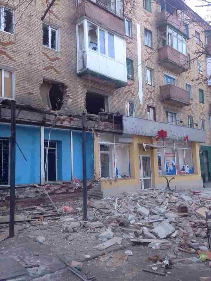 Обстрел жилых кварталов горловки: разрушены школы, жилые дома, убиты и ранены люди (фото)